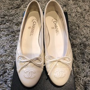 NEW Chanel patent leather off white ballerina flat